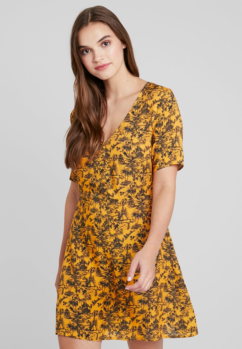 TWINTIP - Day dress - yellow