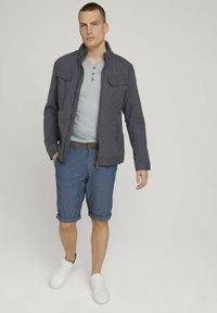TOM TAILOR - Shorts - grey herringbone structure - 1