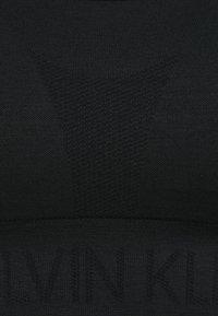 Calvin Klein Performance - SEAMLESS MEDIUM SUPPORT BRA - Sportovní podprsenky se střední oporou - black - 2