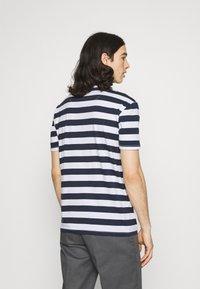 Newport Bay Sailing Club - BOLD HORIZONTAL STRIPE 2 PACK - Print T-shirt - navy/red - 2