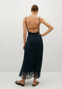 Mango - MOSQUETA-A - Pleated skirt - dunkles marineblau - 2