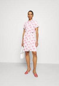 Fabienne Chapot - BOYFRIEND CARA DRESS - Shirt dress - white/pink - 1