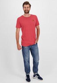 alife & kickin - MADDOXAK - Basic T-shirt - fiesta - 1