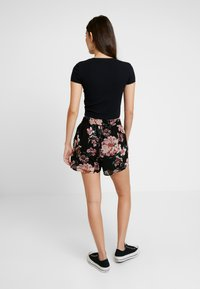 Vero Moda - VMSUNILLA TIE - Shorts - black - 2