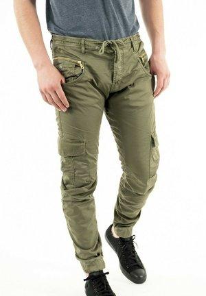 PHCYRUS00WPIG211 - Cargo trousers - vert