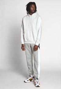 Nike Sportswear - CLUB HOODIE - Hættetrøjer - vast grey - 1