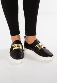 Calvin Klein - ILONA - Loaferit/pistokkaat - black - 0