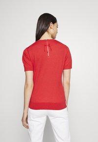 Steffen Schraut - CLAIRE ESSENTIAL  - Basic T-shirt - red lips - 2