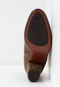 Chie Mihara - EL HUBA  - Boots à talons - gloss bronce - 6