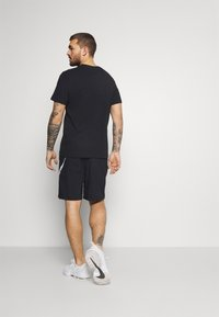 Nike Performance - SHORT CAMO - Korte sportsbukser - black - 2