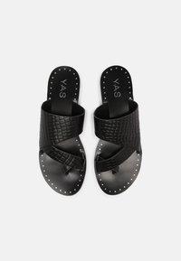 YAS - YASSEMSA FLAT  - Sandály s odděleným palcem - black - 5