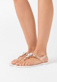 Gioseppo - BANGALORE - T-bar sandals - nude - 0
