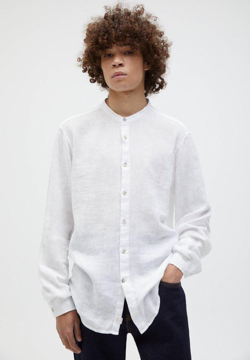 PULL&BEAR - Košile - white