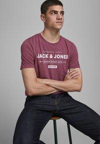 Jack & Jones - Print T-shirt - port royale - 4