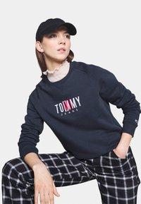 Tommy Jeans - TIMELESS BOX  - Mikina - twilight navy - 3