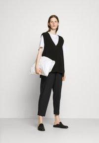 Bruuns Bazaar - CINDY DAGNY PANT - Chino kalhoty - black - 1