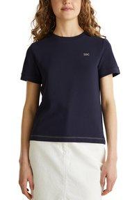 edc by Esprit - KASTIGES PIQUÉ-SHIRT, 100% BAUMWOLLE - Basic T-shirt - navy - 5