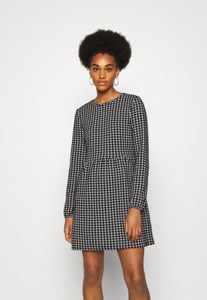 NMHOUND DRESS - Strikket kjole - black