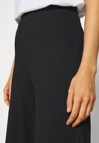 Even&Odd - Wide Cropped Pants - Pantalones - black - 5