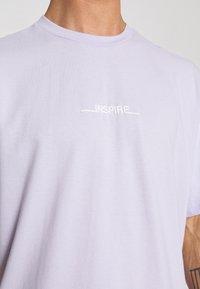 Topman - INSPIRE TEE - Print T-shirt - pink - 4