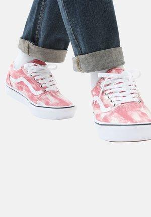 UA COMFYCUSH OLD SKOOL - Sneakers - (in bloom) multi/white