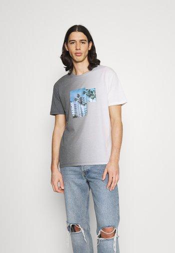 JORNEWSET TEE CREW NECK - Print T-shirt - ombre blue