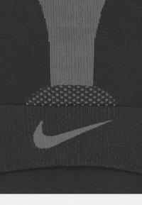 Nike Performance - INDY SEAMLESS - Biustonosz sportowy - black - 2
