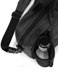 Eastpak - Briefcase - cnnct coat - 3