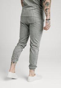 SIKSILK - Träningsbyxor - grey pin stripe - 2