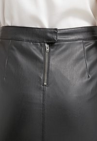 Vila - VIPEN - Pencil skirt - black - 6