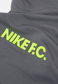 Nike Performance - NECKWARMER UNISEX - Schlauchschal - smoke grey/volt - 3