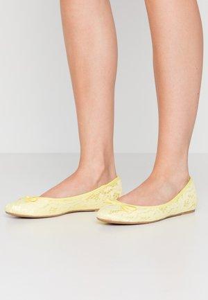 WIDE FIT - Ballerina's - yellow