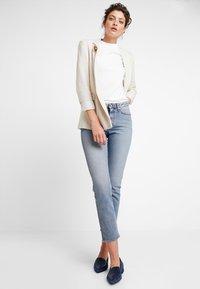 KIOMI - Basic T-shirt - bright white - 1