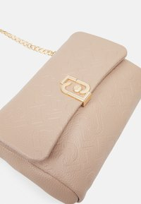 LIU JO - CROSSBODY - Across body bag - cappuccino - 3