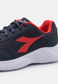 Diadora - ROBIN 2 JR UNISEX - Neutral running shoes - estate blue/high risk red - 5