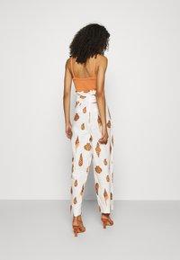 Farm Rio - LEOPARD SHELL PAPER BAG PANTS - Spodnie materiałowe - multi - 2