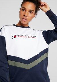 Tommy Sport - BLOCKED CREW LOGO - Sweatshirt - blue - 3