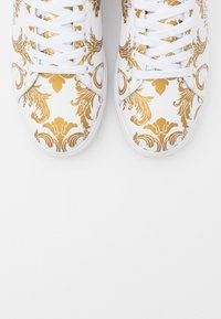 Versace Jeans Couture - Sneaker low - white/gold - 5