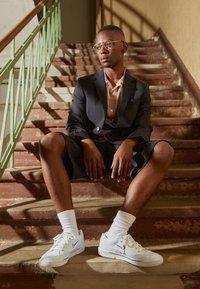 Nike Sportswear - GTS 97 - Sneakersy niskie - white/midnight navy - 0