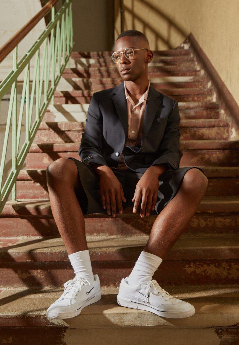 Nike Sportswear - GTS 97 - Sneakersy niskie - white/midnight navy
