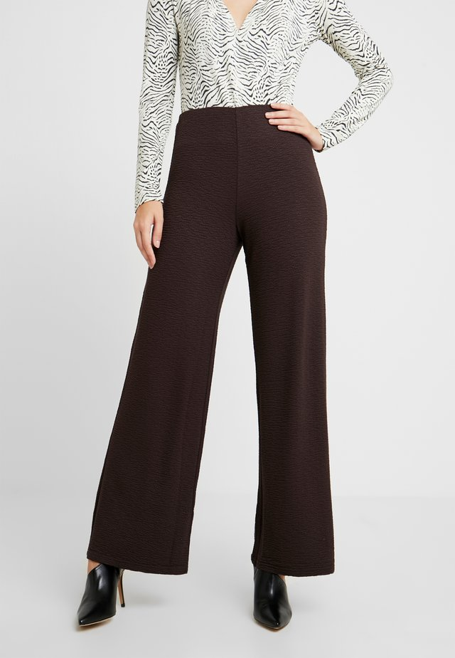 RIAN TROUSERS - Trousers - chestnut