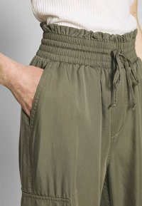 Abercrombie & Fitch - JOGGER - Trousers - green - 3