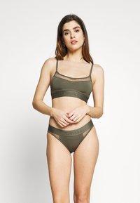 Calvin Klein Underwear - TONAL LOGO NEWNESS UNLINED BRALETTE - Topp - dark green - 1
