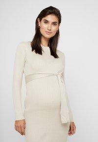 New Look Maternity - TIE WAIST DRESS - Gebreide jurk - cream - 3