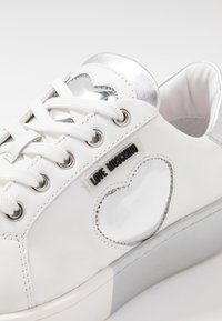Love Moschino - Tenisky - white - 2