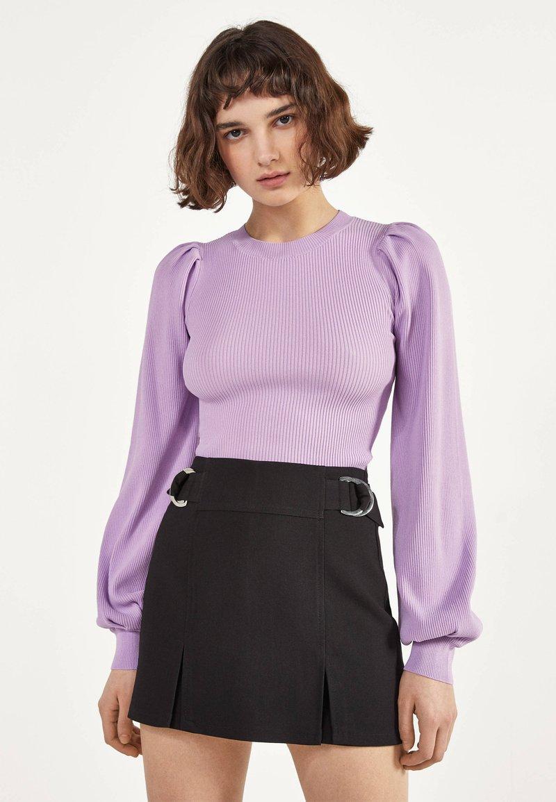 Bershka - MIT SCHNALLEN  - Shorts - black