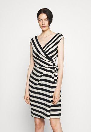 SAIDA DAY DRESS - Vestido de tubo - colonial cream/black