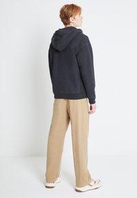 Levi's® - PREMIUM HEAVYWEIGHT ZIP - Zip-up hoodie - black bird heather - 2