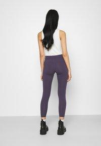 Nike Sportswear - Leggingsit - dark raisin/white - 2