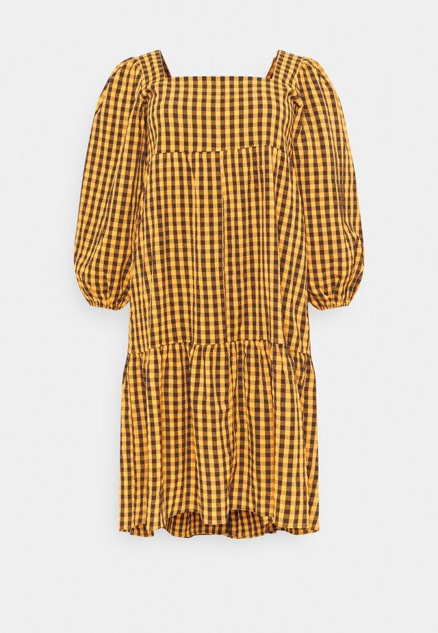 GINHAM SQUARE NECK SMOCK DRESS - Hverdagskjoler - rust